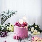 Super easy raspberry caramel drip cake by Emma Ivane - Helppo vadelma kinuskikakku