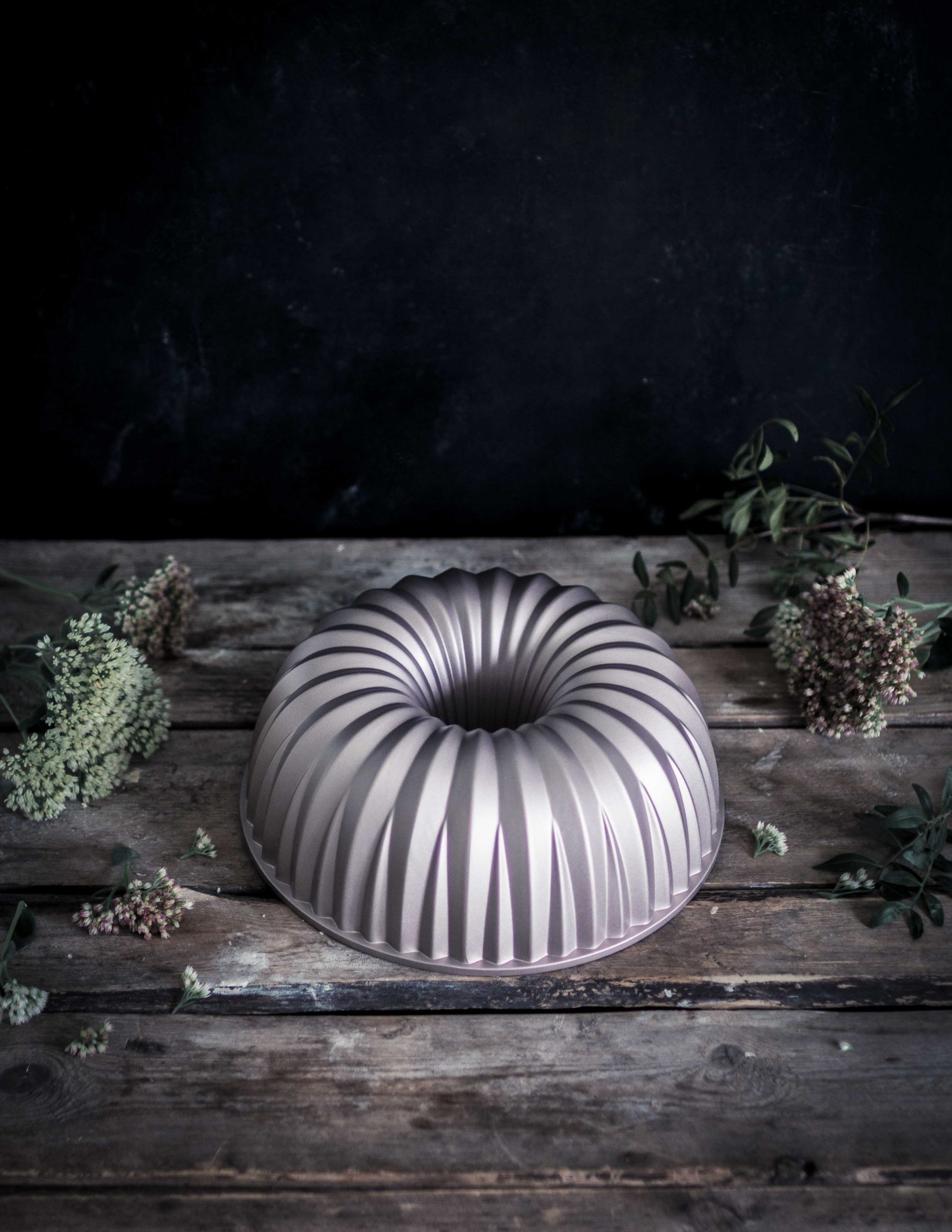 Cast aluminium bundt cake pan Emma Ivane Heirol collection kakkuvuoka valualumiini