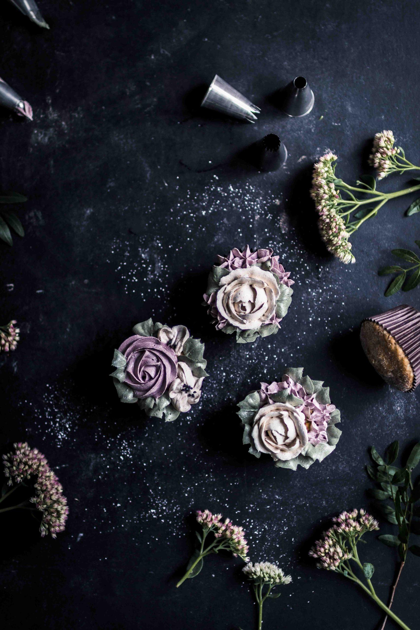 raspberry & blueberry cupcakes