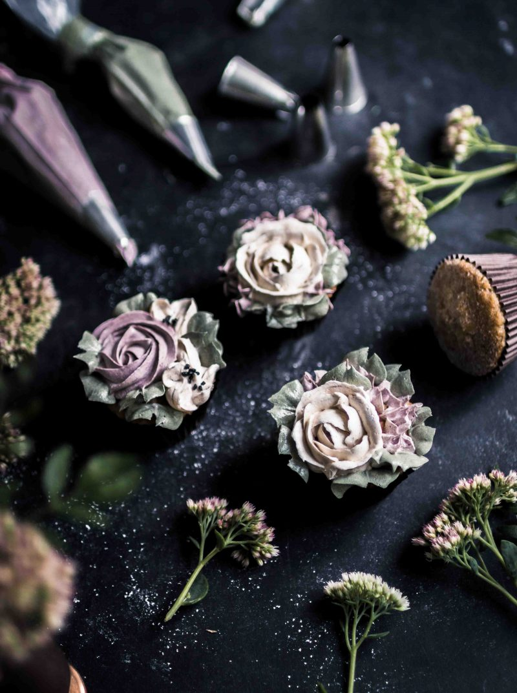 Kukkapursotukset buttercream flowers cupcakes Emma Ivane