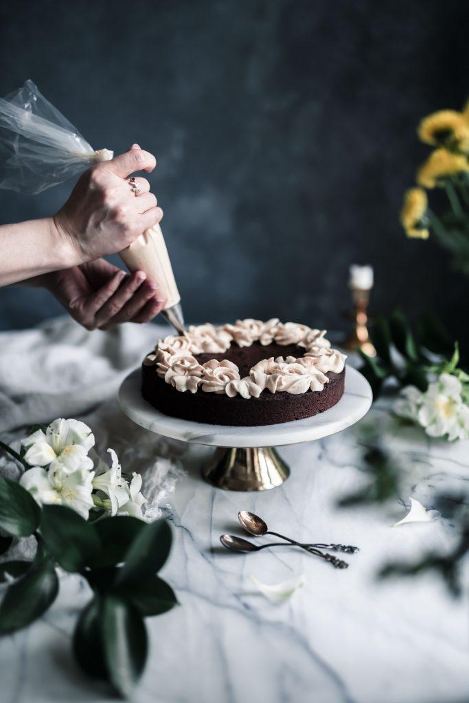 suklaakakku pursotus